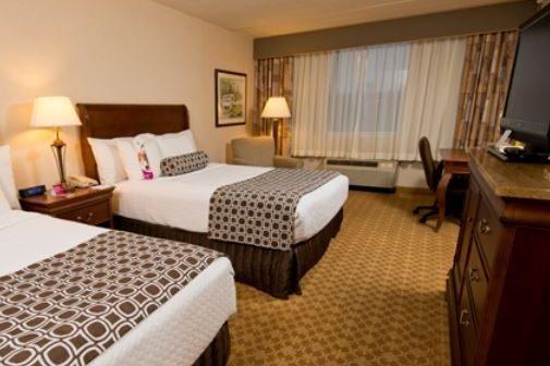 Crowne Plaza Philadelphia - Queen Bedroom